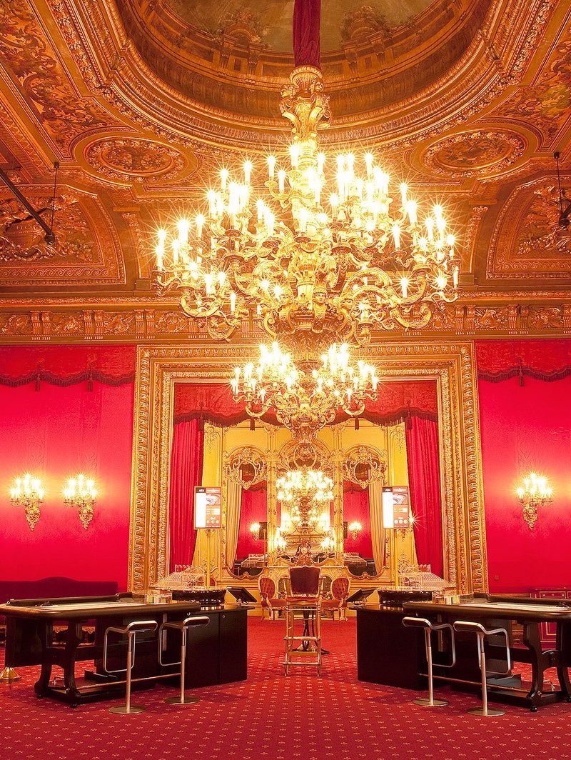 Casino Chandeliers_ A Breathtaking Tour Around the World lighting selection