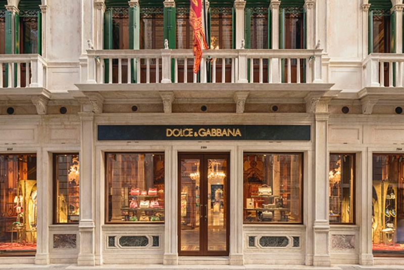 Dolce & Gabbana's Venice Boutique_ The Lighting Design classical chandelier