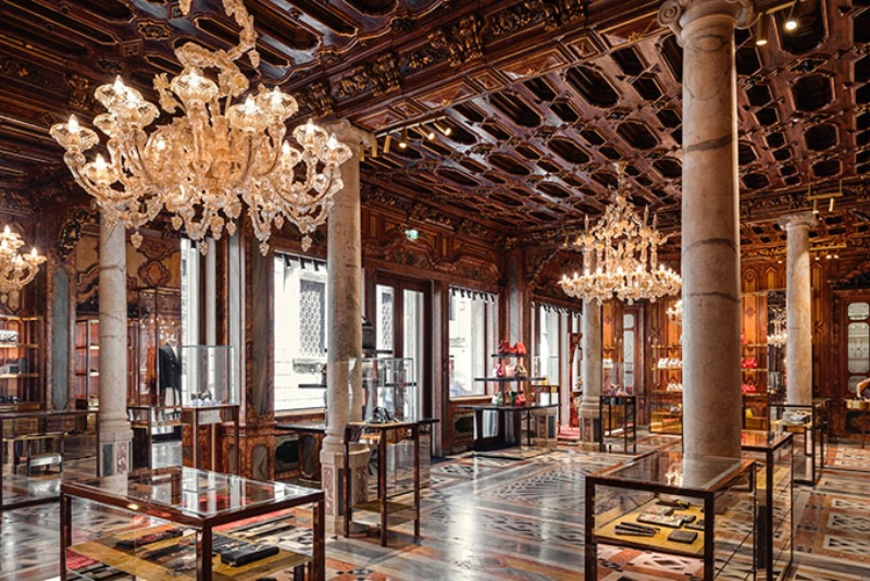Dolce & Gabbana's Venice Boutique_ The Lighting Design